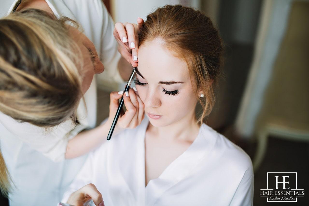bride before wedding artist makes makeup